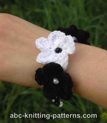 Black and White Crochet Flower Bracelet