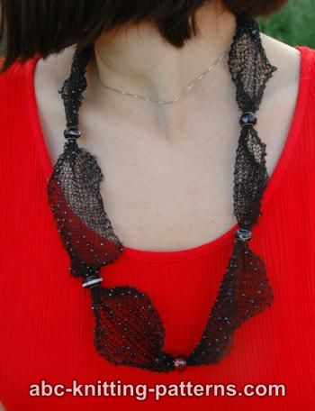Abc Knitting Patterns Dew On A Spiderweb Knitted Necklace
